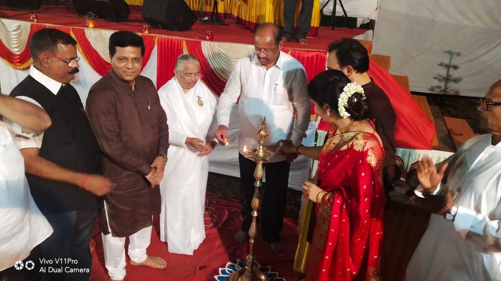 Malad (Mumbai) : Deep Sandhya with MP and Political Dignitaries of Mumbai